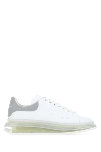 White leather sneakers with grey fabric heel