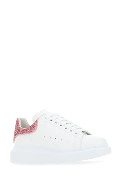 White leather sneakers with dark pink leather heel