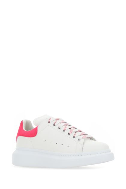 White leather sneakers with fuchsia suede heel