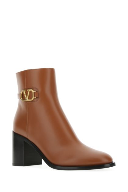Caramel leather V Logo Signature ankle boots